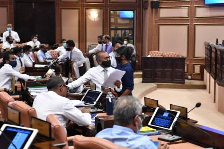 Parliament reduces sick leave to 15 days per year