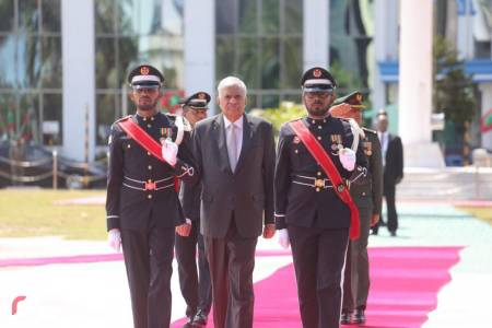 Sri Lankan Prime Minister arrives in Maldives