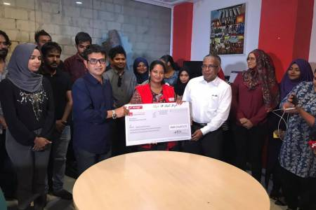 RaajjeTV's telethon funds handed over to Maldives Red Crescent
