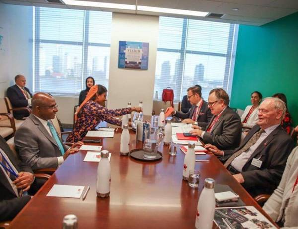 Foreign Minister meets ex-Prime Minister of Canada